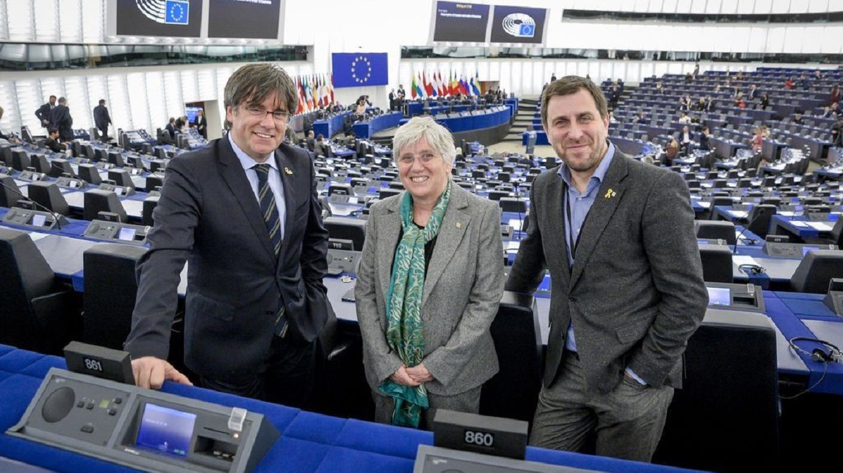 Puigdemont lanza una ofensiva judicial para poder circular por Europa sin inmunidad