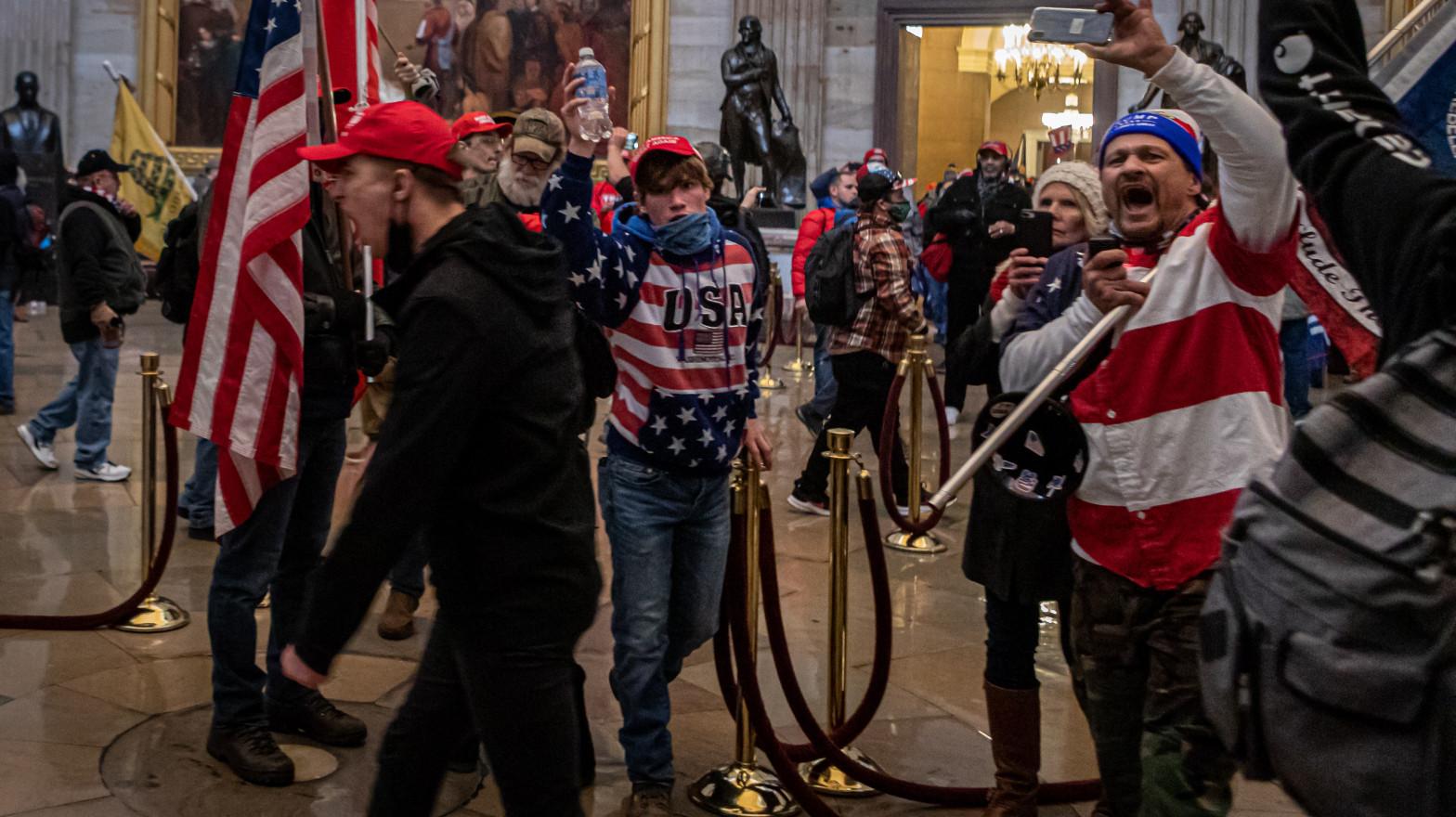 El FBI detiene a un funcionario de Donald Trump por el asalto al Capitolio