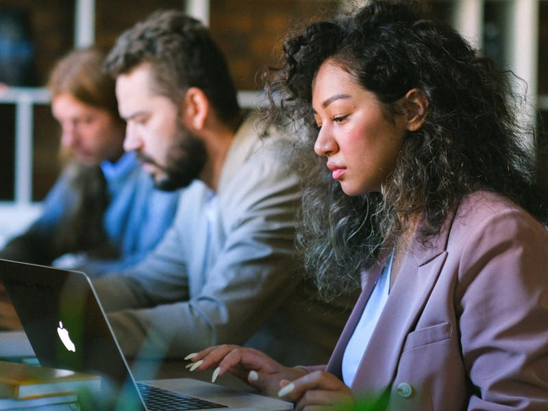 Bruselas quiere obligar a las empresas a compensar a quienes sufran discriminación salarial por su género