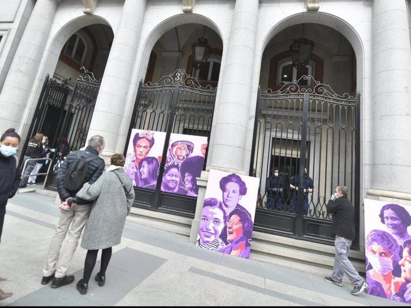 Igualdad inaugura un mural en homenaje a las mujeres que han sostenido los ciudadanos en pandemia