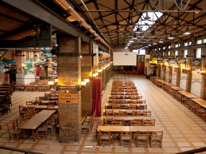 El bar catalán 'L'Ovella Negra' se adhiere a la macrodemanda contra el cierre del Gobierno