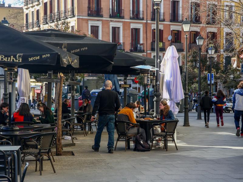 Madrid sale del riesgo extremo por covid y mantiene el toque de queda a las 23 horas