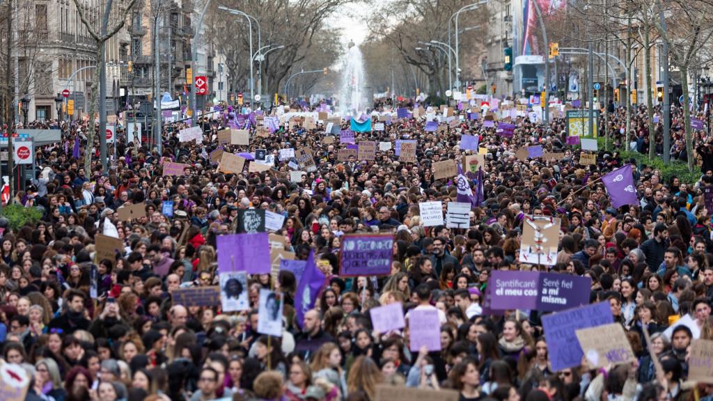 Colectivos feministas convocan 60 concentraciones en Cataluña