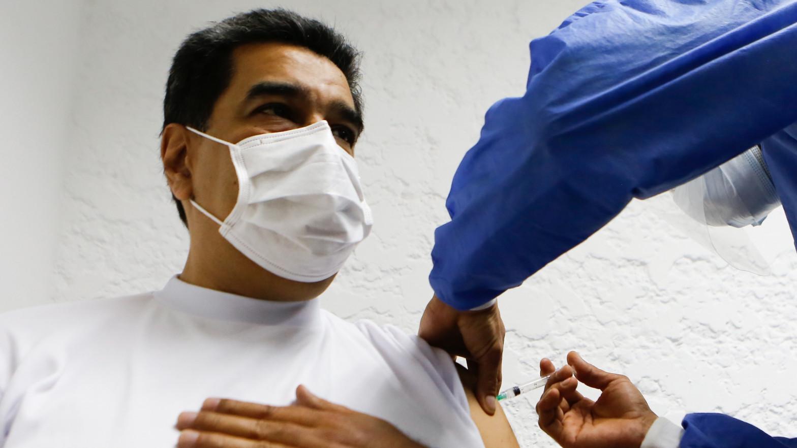 Maduro recibe la primera dosis de la vacuna rusa contra el coronavirus