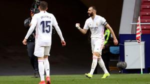 Benzema celebra el gol del Real Madrid contra el Atlético.