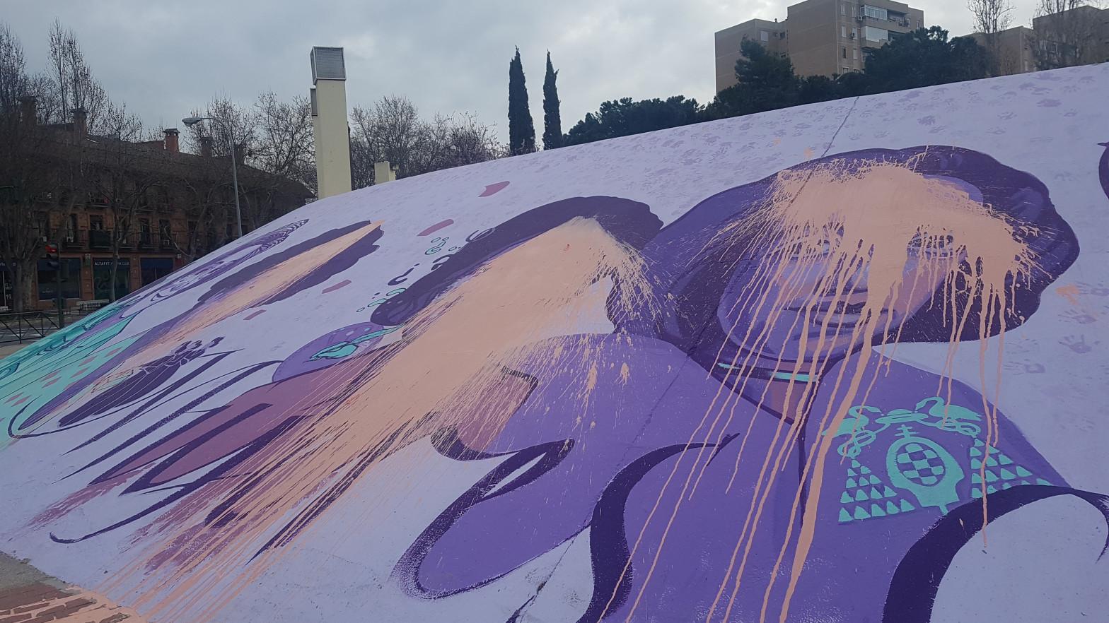Vandalizan en Alcalá de Henares la réplica del mural feminista de Ciudad Lineal