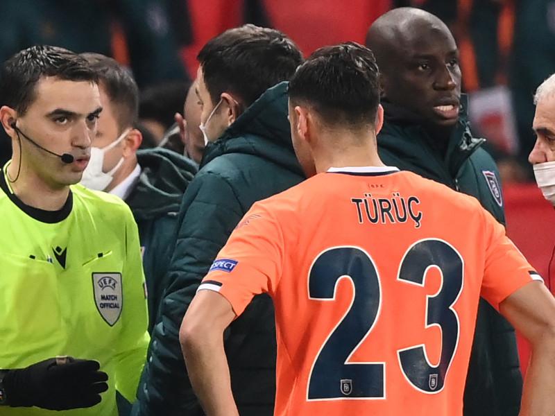 La UEFA castiga a los árbitros rumanos acusados de racismo en el PSG-Basaksehir