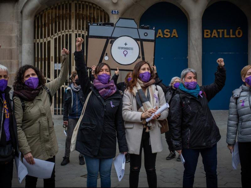 Concentración feminista por el 8-M en Barcelona