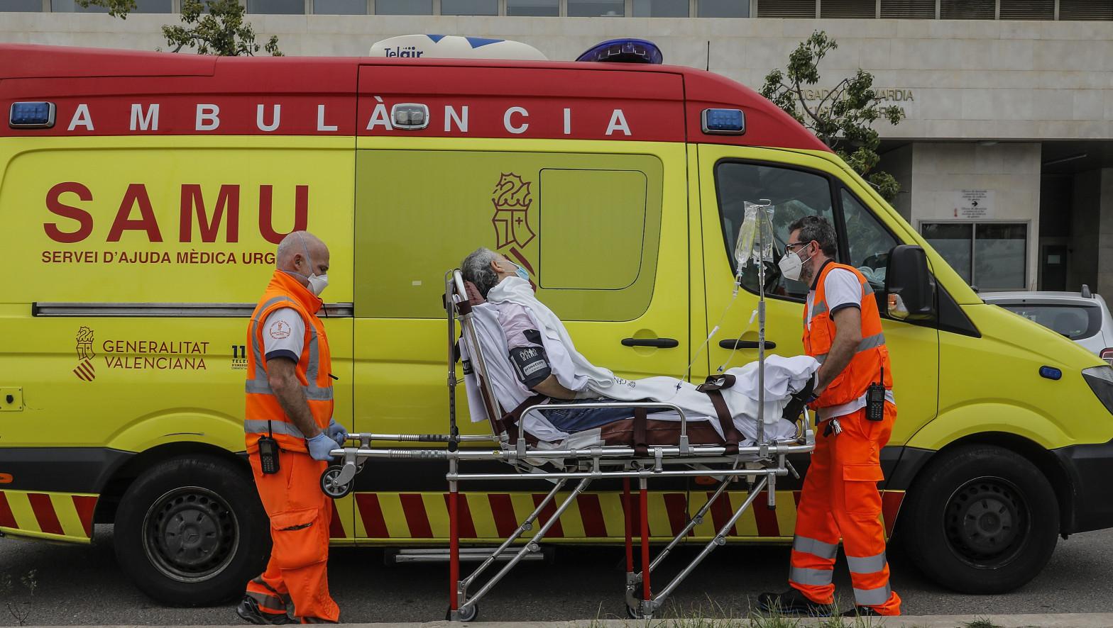 Médicos y enfermeros se enzarzan en Valencia a costa de las ambulancias de emergencias