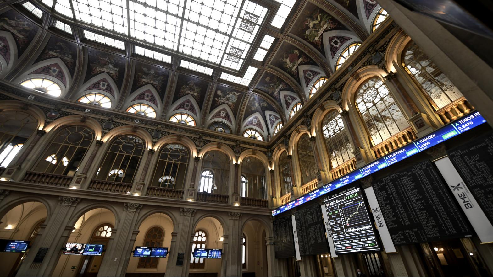 Interior del edificio de la Bolsa de Madrid, (España).