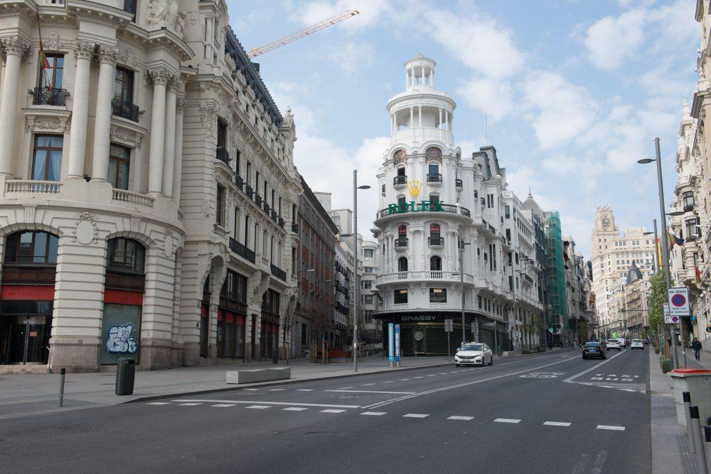 La calle de Alcalá, en Madrid (España).