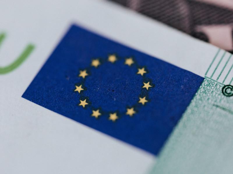 El PIB de la eurozona cayó un 6,6 % en 2020, menos de lo estimado.