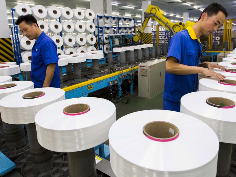 Trabajadores chinos en una fábrica