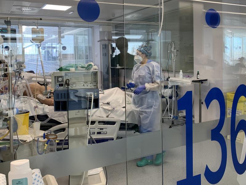 """Los sanitarios ante el tsunami político: """"No les importa la salud de los ciudadanos"""""""