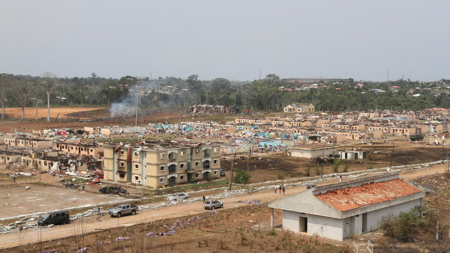 Ascienden a 105 muertos por las explosiones en un campamento militar en Guinea Ecuatorial