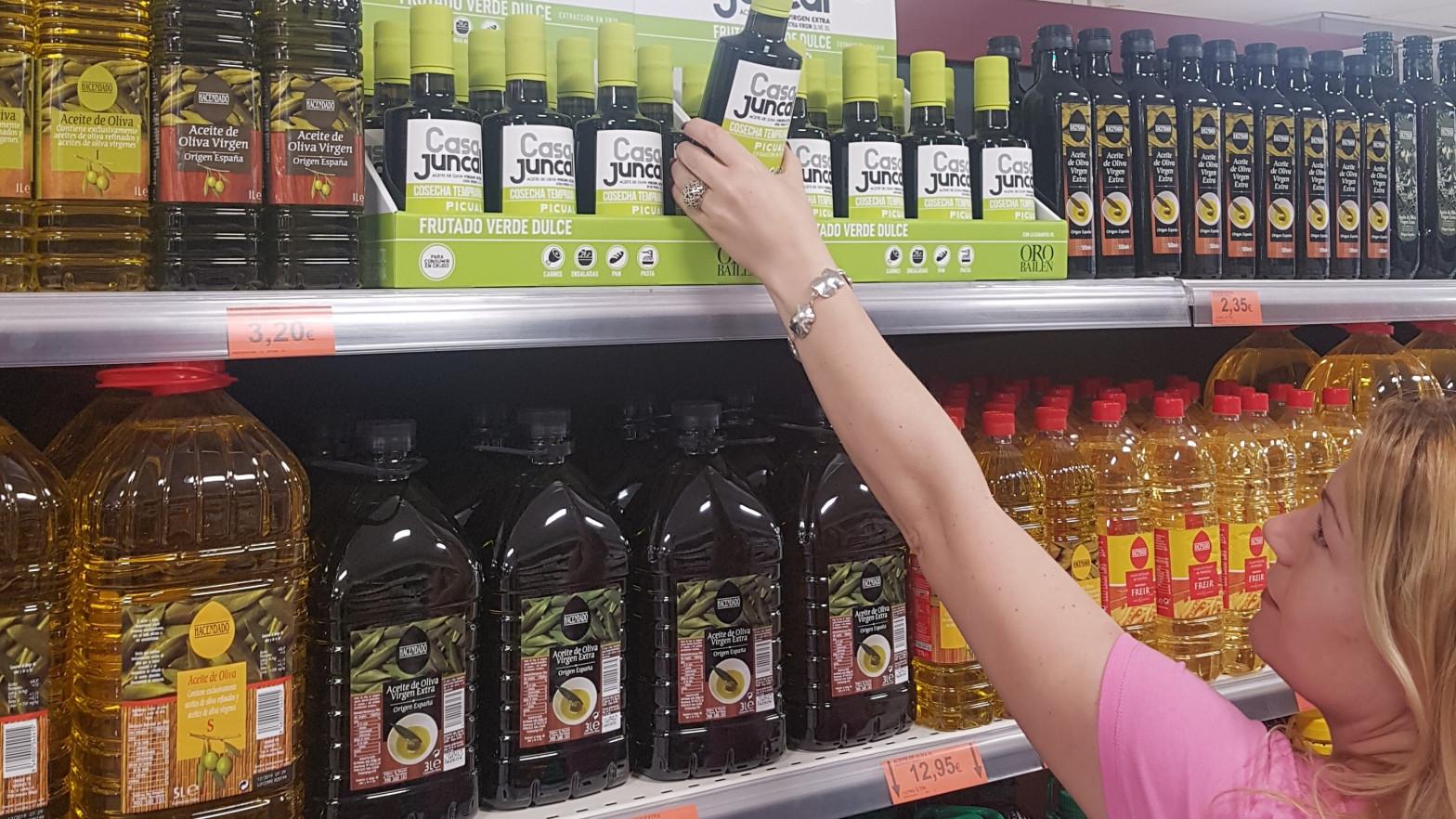 El Gobierno dejará vender aceite virgen extra en plástico tras la polémica desatada