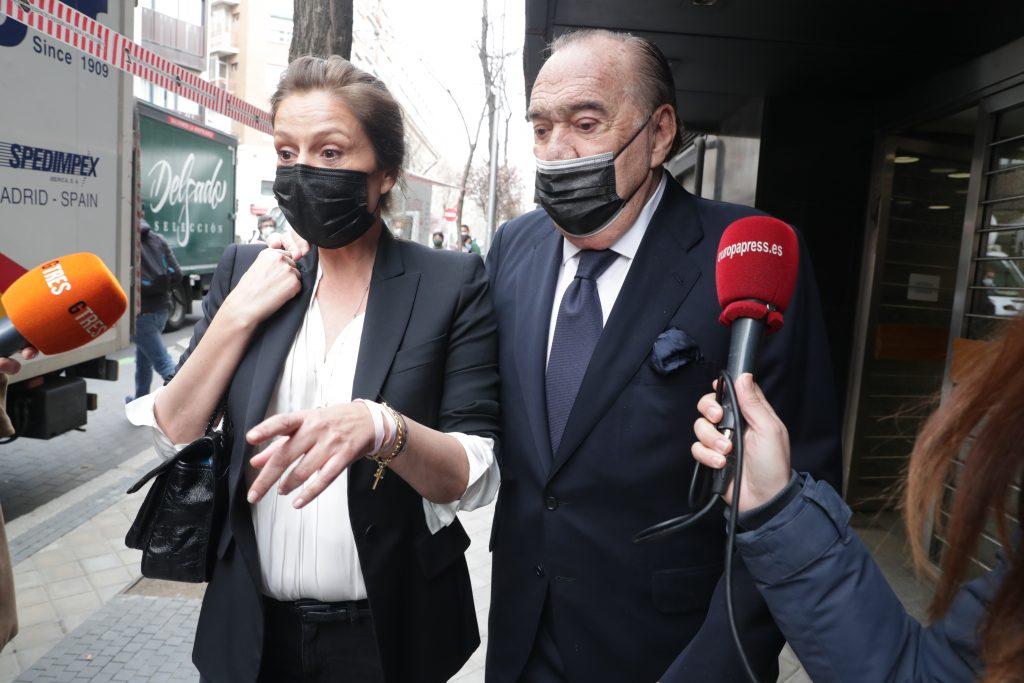 Nuria González y Fernando Fernández Tapias, en los juzgados