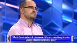 Nueva polémica en RTVE: 'el cazador' pregunta por el Máster de Casado