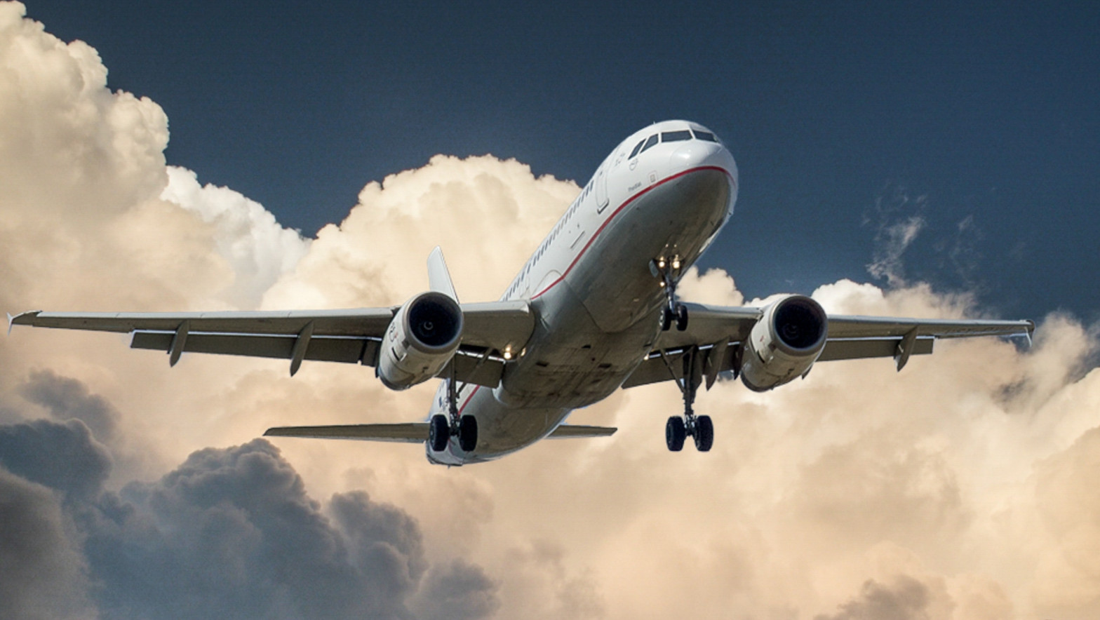 La cifra pasajeros de avión se desplomó un 73,9% en enero por la pandemia