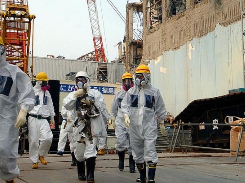 Visita de téxnicos de la AIEA a la central de Fukushima en 2013