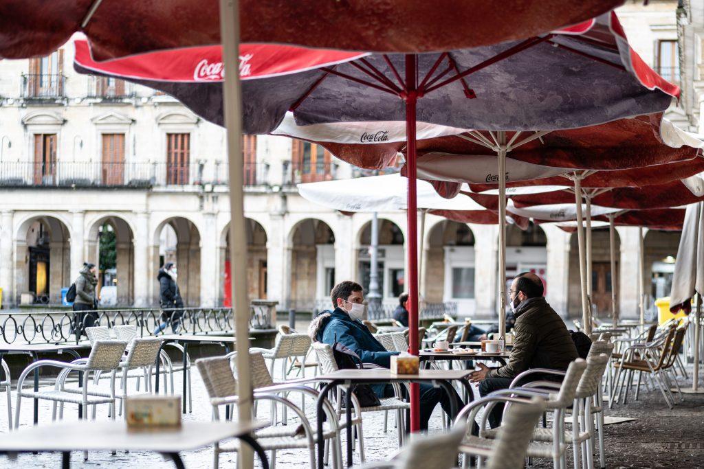Las restricciones en Semana Santa permitirían un máximo de seis comensales en las terrazas.