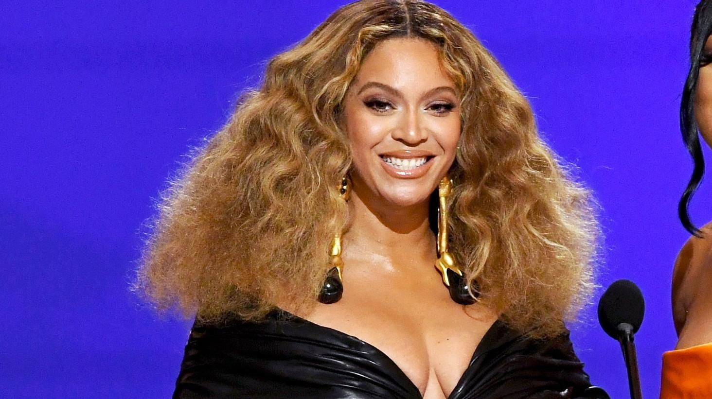 Taylor Swift y Beyoncé hacen historia en los premios Grammy 2021