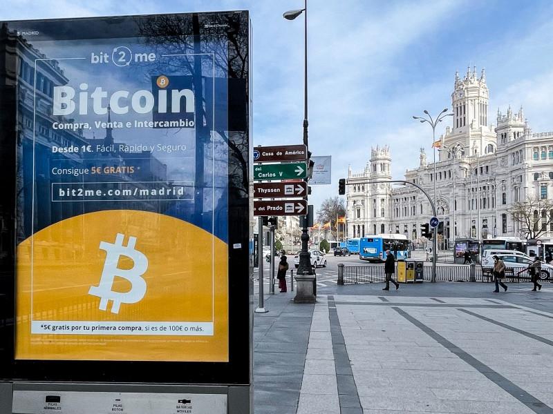El 'Bitcóin' se desploma tras marcar máximos históricos el fin de semana