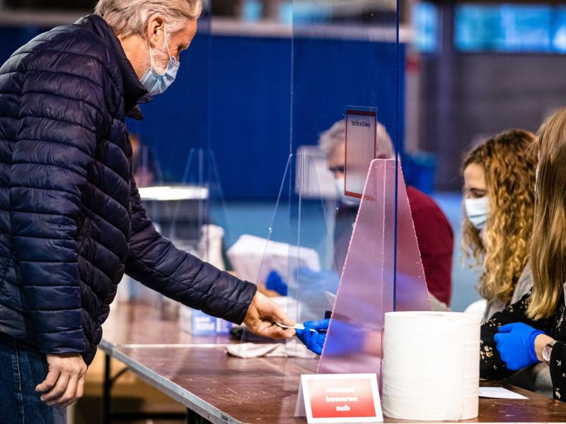 Arrancan en Países Bajos unas elecciones en plenas restricciones por el coronavirus