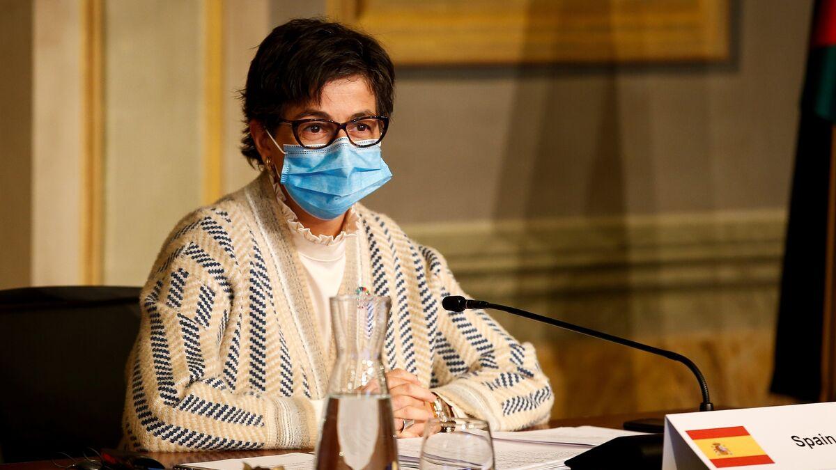 González Laya suspende su viaje a Kuwait e Irak por un positivo en covid entre la delegación española