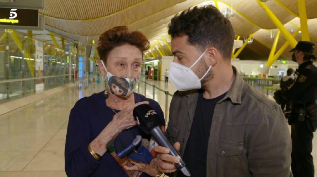 El divertido momento de Verónica Forqué en el aeropuerto al olvidarse de su salvoconducto