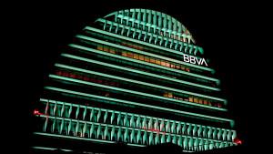 Las acciones de BBVA experimentan fuertes caídas del 6% tras el desplome de la lira