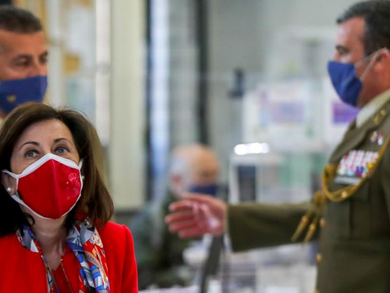 Robles cesa al jefe de la Sanidad Militar tras la polémica de las vacunas