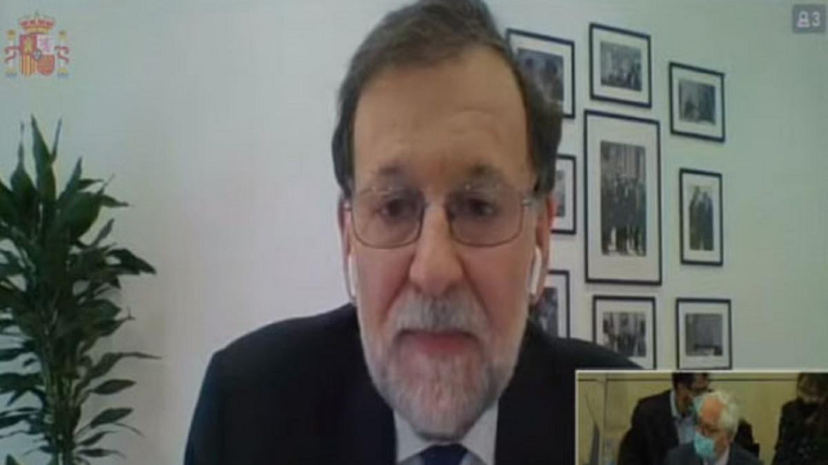 """Rajoy niega la 'caja b' del PP y ataca a Bárcenas: """"Ni siquiera es capaz de estar de acuerdo consigo mismo"""""""