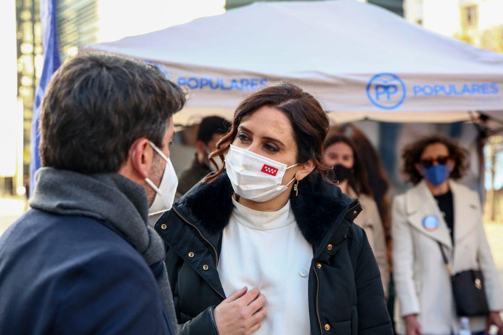 La presidenta de la Comunidad de Madrid, Isbael Díaz Ayuso, rechaza adelantar el toque de queda.