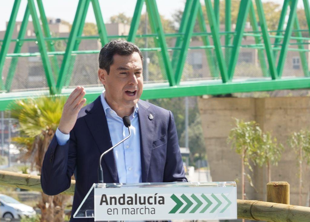 El presidente de la Junta, Juanma Moreno, también niega adelantar el toque de queda.