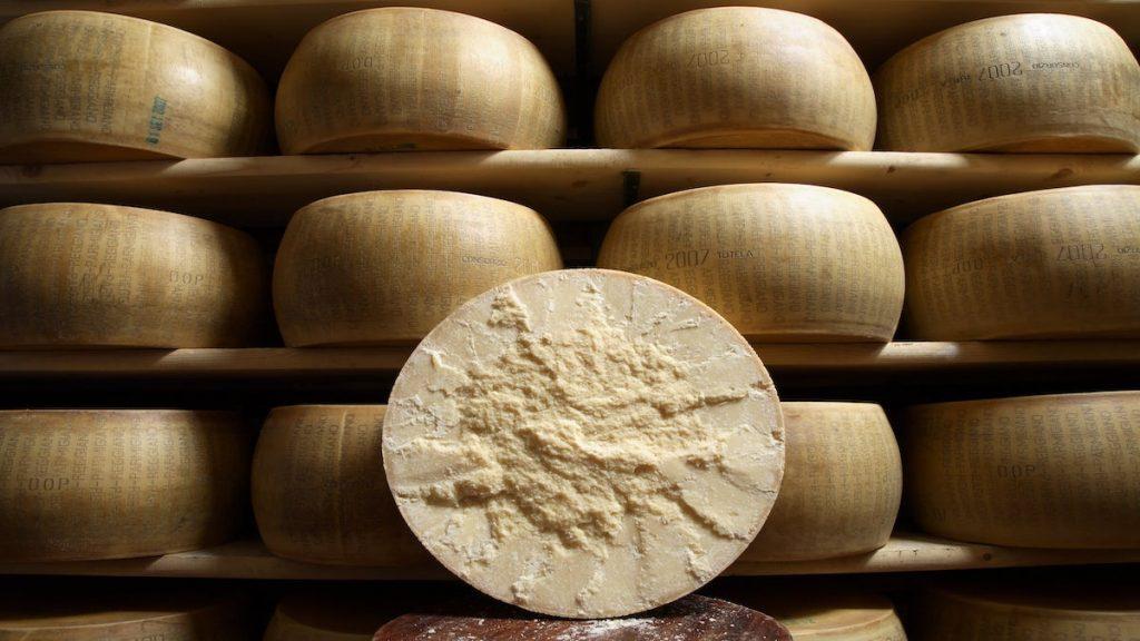 quesos parmesano parmigiano reggiano italia