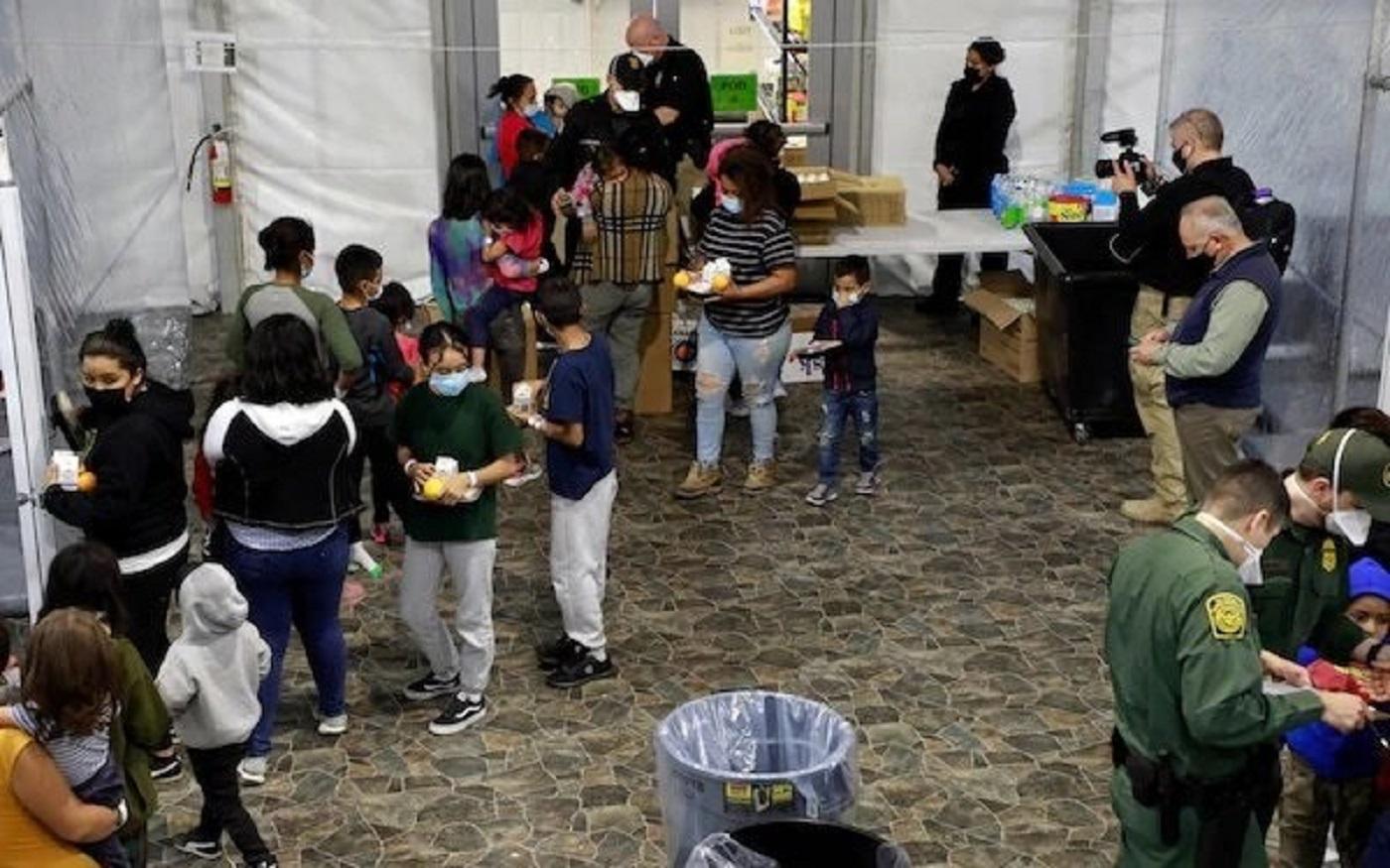 Imágenes de los centros de menores migrantes no acompañados compartidas por el Gobierno de Biden GOBIERNO DE ESTADOS UNIDOS 23/3/2021