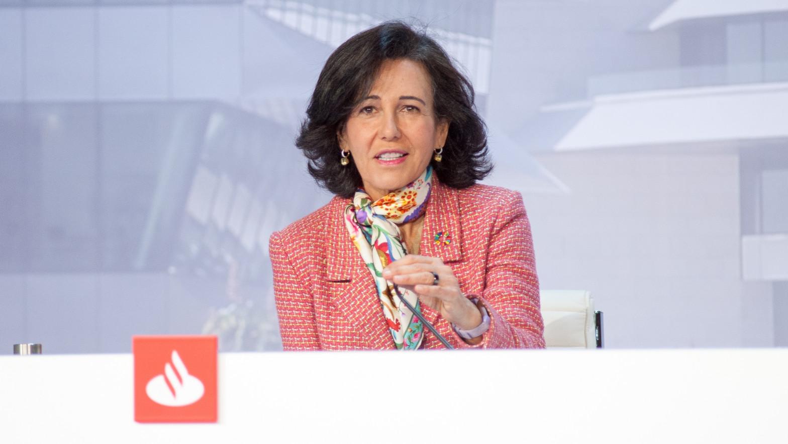 El Santander ya no quiere banqueros: contrata a 2.000 ingenieros tras el ERE de 3.500 personas