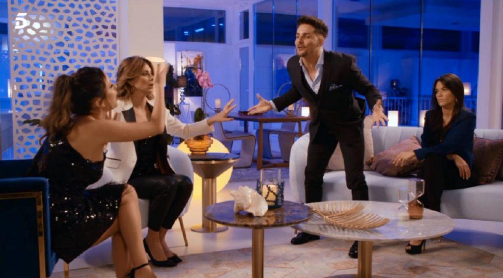 El tenso reencuentro entre Lucía y Manuel con Fiama delante