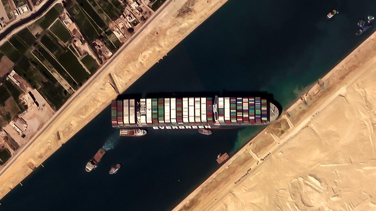El buque 'Ever Given' ya navega por el canal de Suez tras ser reflotado