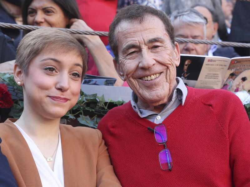 Fernando Sánchez Dragó y su novia Emma Prieto.