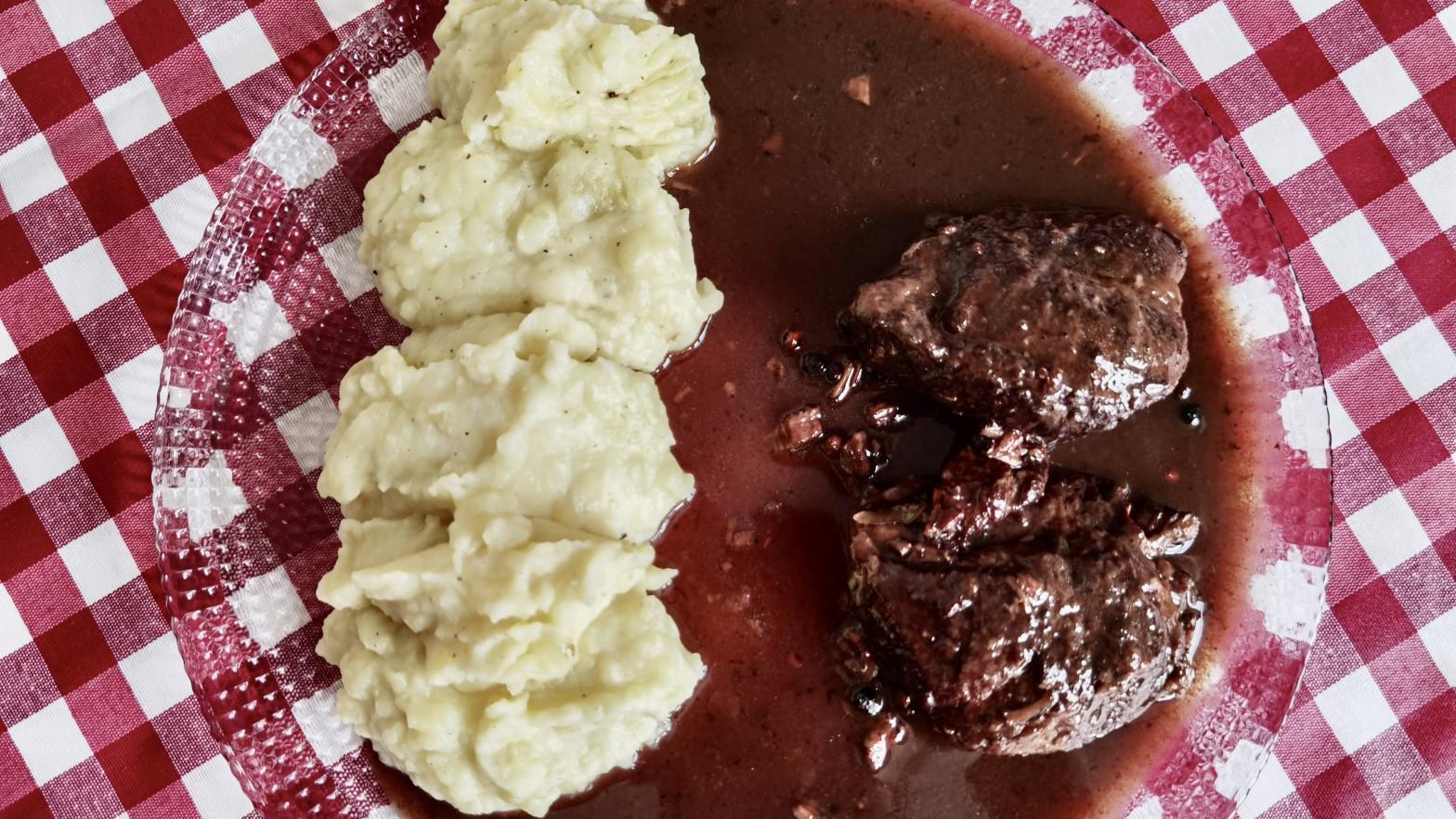 Receta de carrilleras al vino dulce: cómo conseguir que la carne quede muy tierna