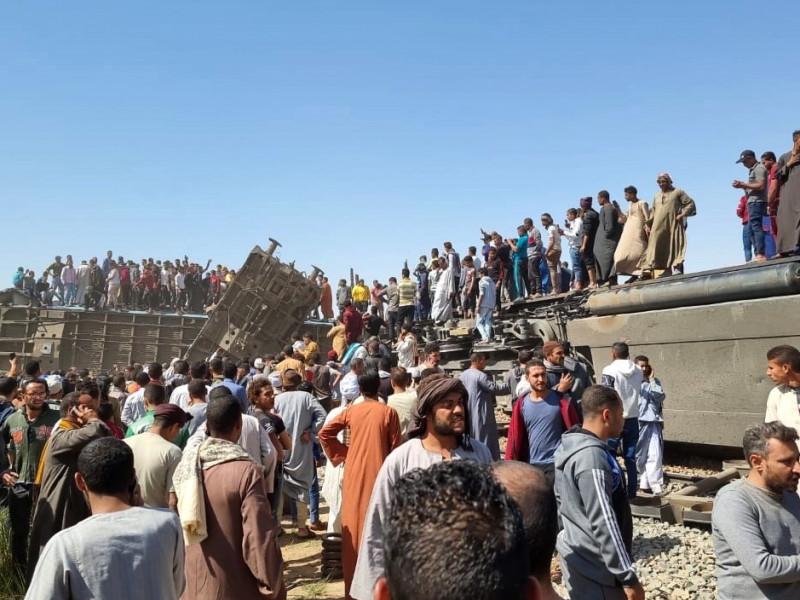 Mueren más de 30 personas tras chocar dos trenes en el centro de Egipto