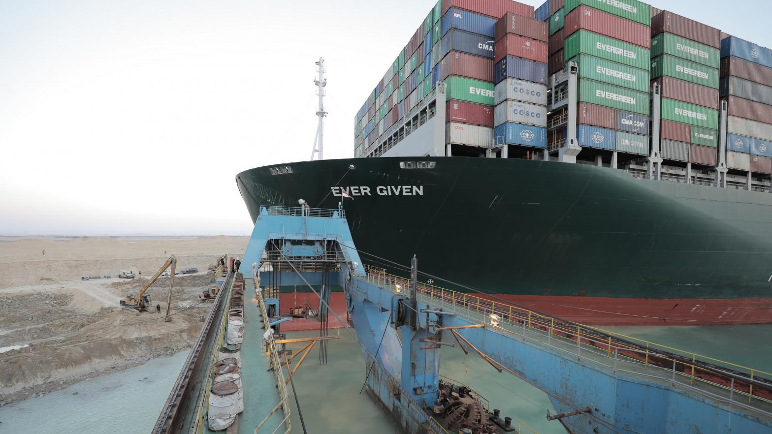 El buque que atasca el canal de Suez.