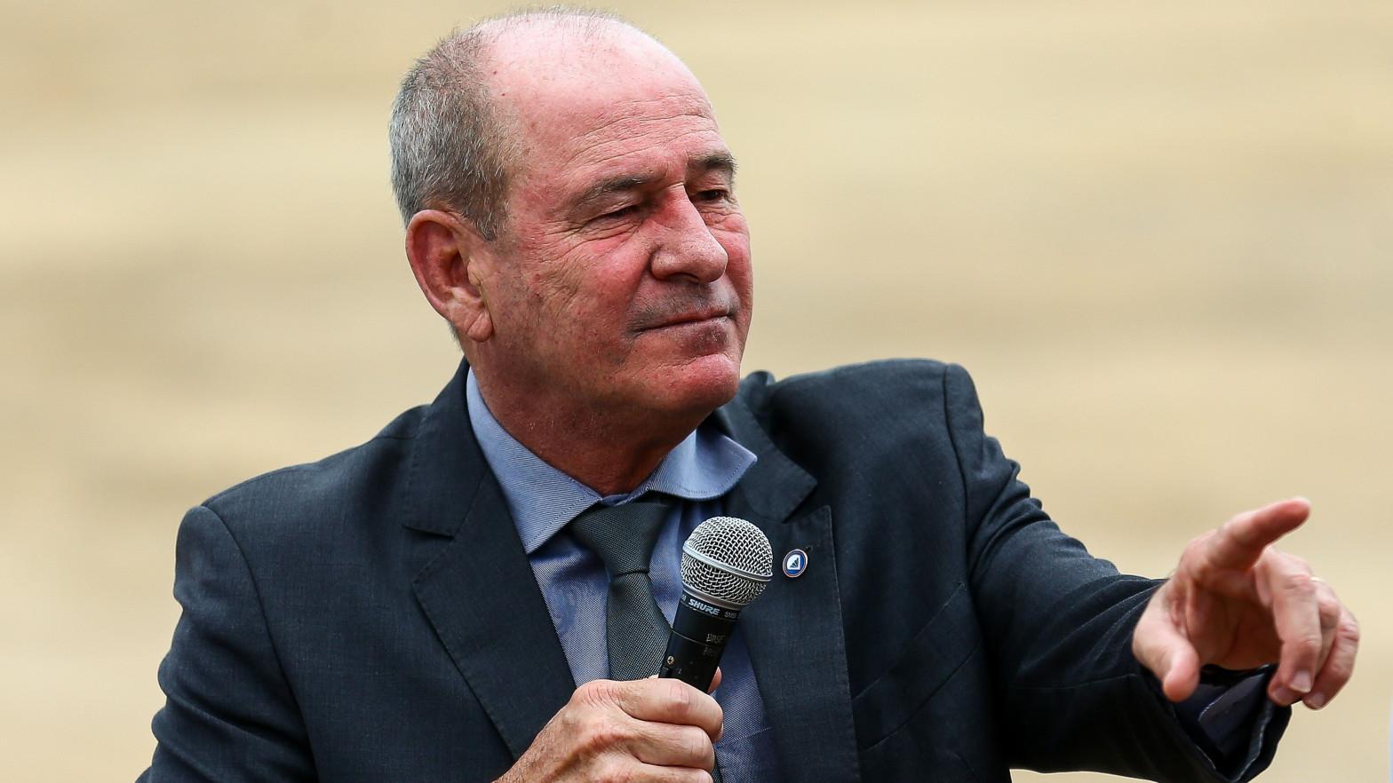 Dimite por sorpresa el ministro de Defensa de Brasil