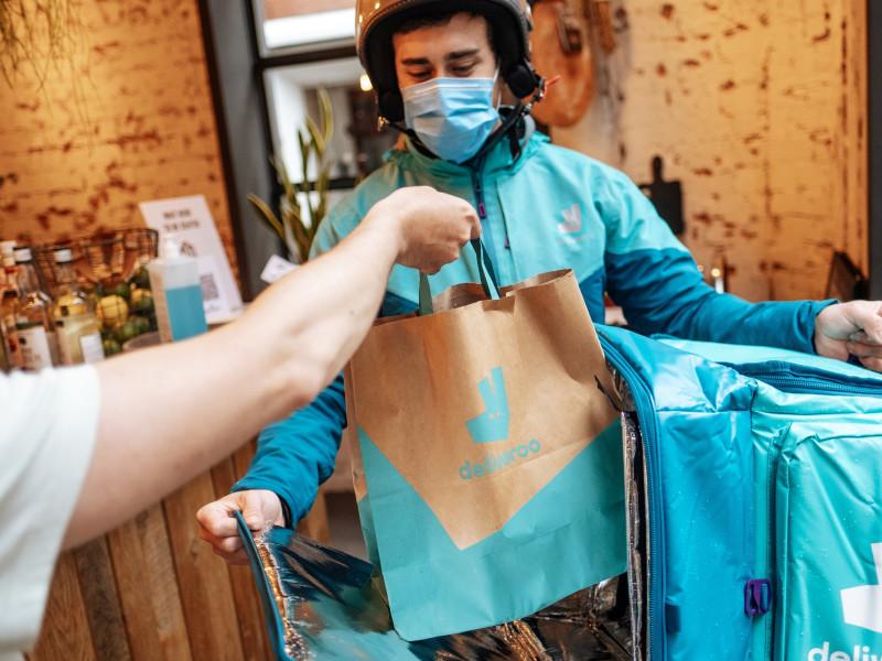 Las acciones de Deliveroo se desploman un 30% en su primer día de cotización