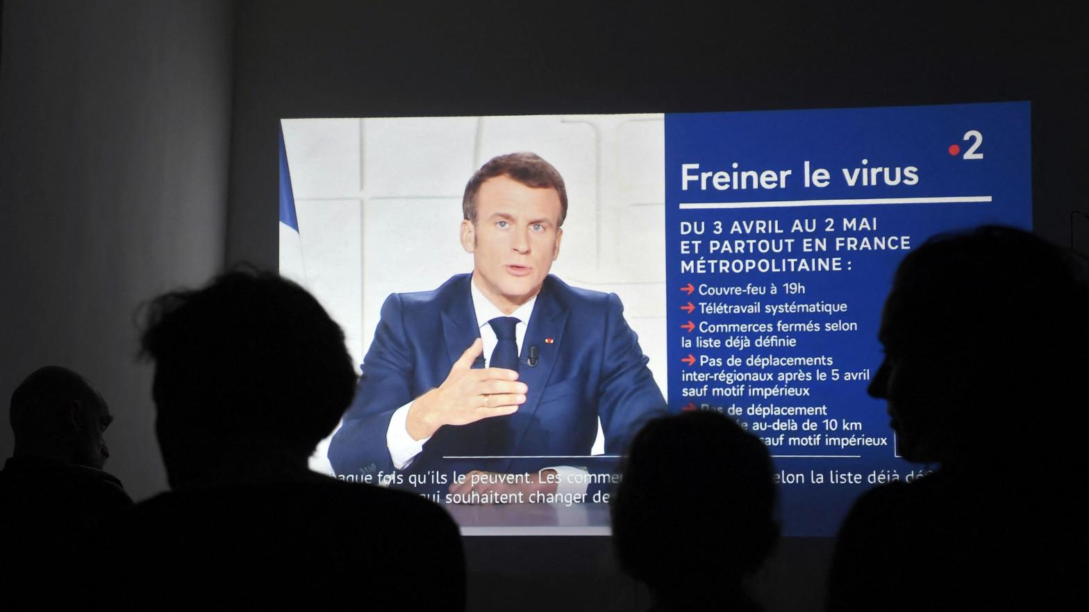 Macron anuncia el cierre de las escuelas durante tres semanas y restricciones para toda Francia