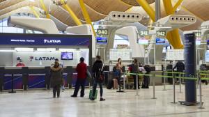 Madrid solicita al Gobierno medidas urgentes para frenar la llegada de la variante india del coronavirus