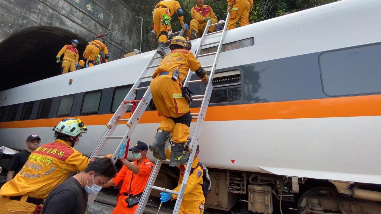 Casi 50 muertos en un accidente de tren en Taiwan