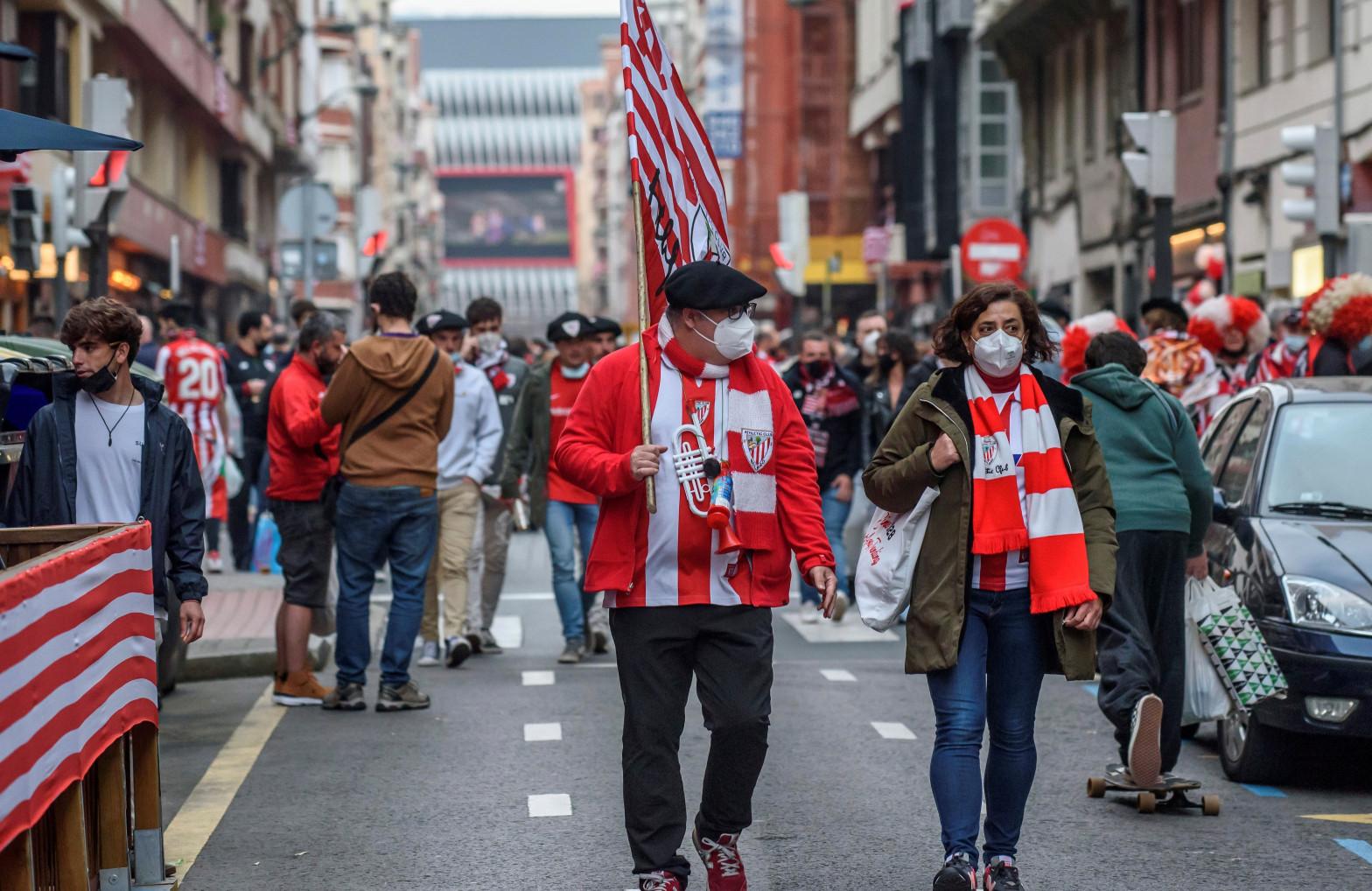 Una joven resulta herida en Bilbao en los disturbios provocados por aficionados del Athletic